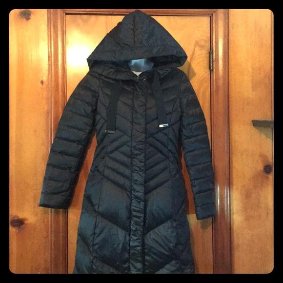 b8c2b024b5 T Tahari Jackets & Coats | Noelle Black Diagonal Quilted Down Coat ...